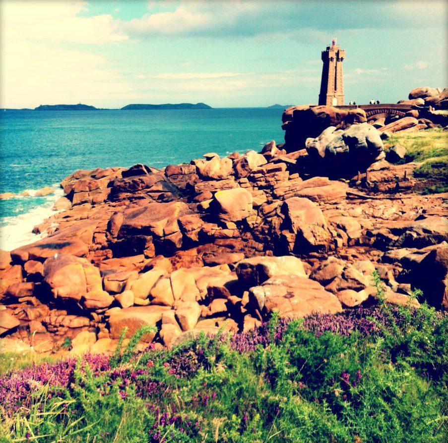Photo de la côte de granite rose